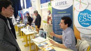 Frédéric Mathieu, Chargé de mission à L'ESPER présente les projets de L'ESPER à des Lycéens